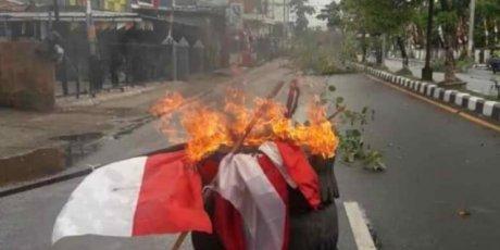 Papua Membara : Pemalangan Jalan, Pembakaran Ban Terjadi Di Beberapa Tempat