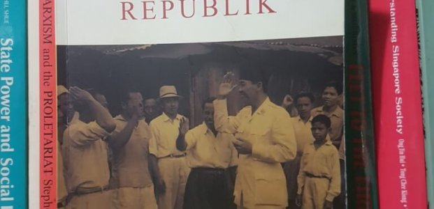 """Membaca dan Memahami Buku """"Membangun Republik"""""""