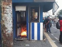 Massa Elemen Mahasiswa Bakar Pos Polisi Di Depan UIN Sunan Kalijaga, Yogyakarta