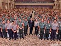 TNI-Polri Mensosialisasikan Program Kerja Pemerintah, Bolehkah?