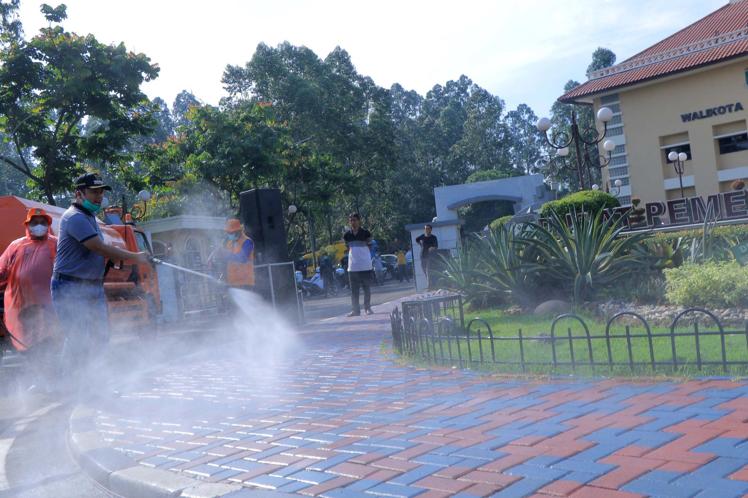 HARUS ADA PETUNJUK TEKNIS DARI IKATAN DOKTER INDONESIA ATAU KEMENKES TERKAIT PENGGUNAAN DISINFEKTAN PENGUSIR COVID 19 : MEMBAHAYAKAN ATAU TIDAK Oleh : Jelita Chantiqa